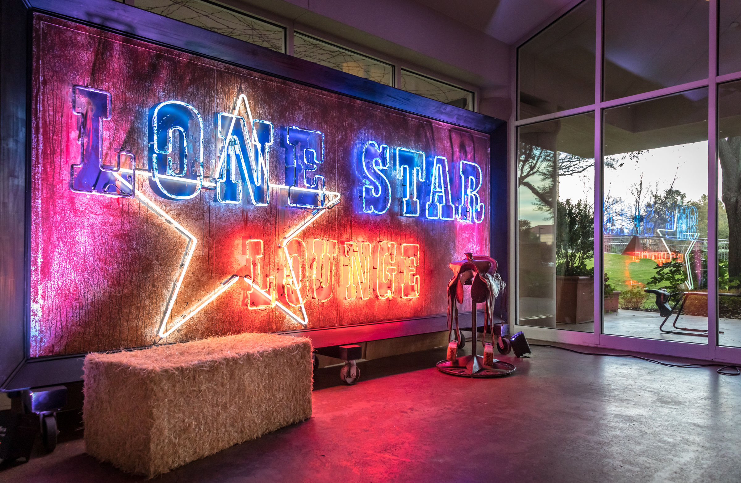Lone Star Lounge Neon at BCG Plantinion